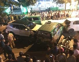 Hiện trường 2 vụ tai nạn kinh hoàng giữa 19 ô tô, xe máy ở Sài Gòn