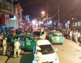2 vụ tai nạn liên tiếp giữa 5 ô tô và 14 xe máy, 10 người bị thương