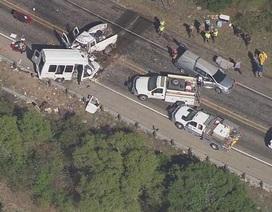 Hai ô tô đâm nhau trực diện ở Mỹ, 12 người chết