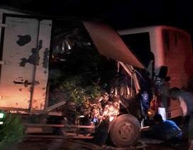 Xe tải đấu đầu xe khách, 1 người chết, hơn 10 người bị thương