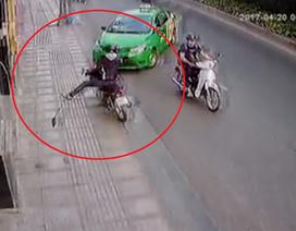Công an TPHCM khen thưởng tài xế taxi tông xe vào tên cướp