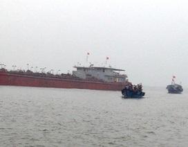 Đưa 10 thuyền viên trên tàu cá gặp nạn vào bờ an toàn