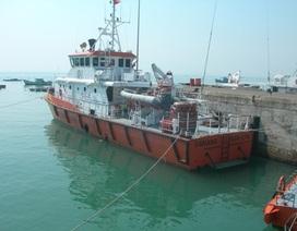 Cứu thuyền trưởng nghi bị thủng dạ dày trên biển