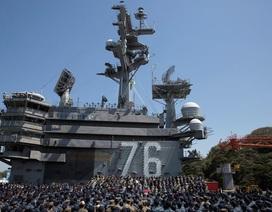 """Phó tổng thống Mỹ thăm tàu sân bay, cảnh báo Triều Tiên """"gươm luôn sẵn sàng"""""""