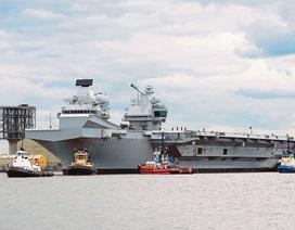 Tàu sân bay 4 tỷ USD của Anh bị rò rỉ, hàng trăm lít nước biển tràn vào