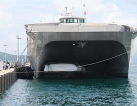 Khám phá chiến hạm vận tải siêu tốc Mỹ đang ở cảng Cam Ranh