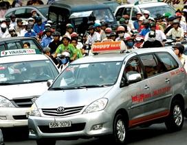 """Taxi truyền thống """"ngấm đòn"""" vì Uber, Grab"""