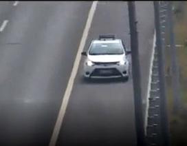 Phạt nặng tài xế taxi đi ngược chiều trên cao tốc Hà Nội - Hải Phòng