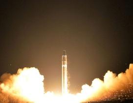"""Tên lửa """"quái vật"""" của Triều Tiên bị nghi phát nổ khi hồi quyển"""