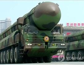 """Triều Tiên """"trình làng"""" tên lửa đạn đạo mới trong lễ duyệt binh"""