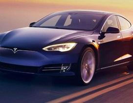 """Tesla đã """"bỏ bùa"""" khách hàng như thế nào?"""