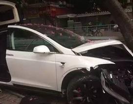 Nhân viên rửa xe đâm hỏng xe sang của khách
