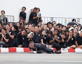 Quân đội Thái Lan nấu 50.000 suất ăn cho người dân viếng Quốc vương