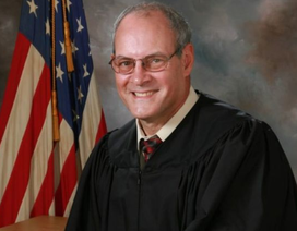 """Thẩm phán Mỹ bắn chết tay súng """"mai phục"""" bên ngoài tòa án"""