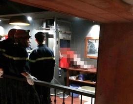 Hà Nội: Kẹt đầu trong thang máy chuyển đồ ăn, một người tử vong