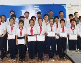 Học sinh nghèo Sóc Trăng, Bạc Liêu, Cà Mau nhận học bổng Grobest Việt Nam