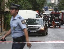 Cựu Thủ tướng Hy Lạp bị thương do bom thư phát nổ trong ô tô