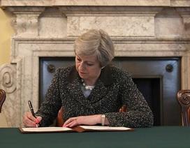 Thủ tướng Anh ký bức thư lịch sử kích hoạt Brexit