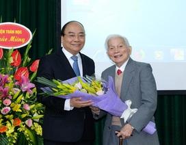 Thủ tướng chúc mừng sinh nhật lần thứ 90 của GS Hoàng Tụy