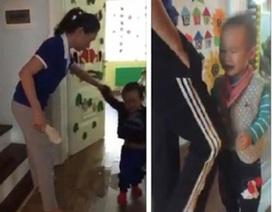 Hà Nội: Phạt hành chính 2 cô giáo cầm dép đánh trẻ mầm non