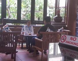 Khách du lịch vẫn đổ xô đến Hội An dù cấm thuốc lá