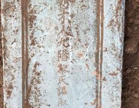 Tìm thấy bia đá vợ vua Nguyễn cấp thứ 9 tại khu vực dự án bãi đỗ xe