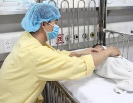 """Ca """"sửa tim"""" đặc biệt cho bé sinh non nặng 1,7 kg"""
