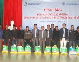 Tặng chất cải tạo hồ nuôi tôm sau bão lũ cho người dân Nghệ An và Hà Tĩnh