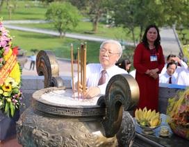 Tổng Bí thư Nguyễn Phú Trọng dâng hương tưởng nhớ cố Tổng Bí thư Lê Duẩn