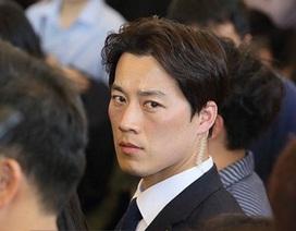 Vệ sĩ điển trai từng bảo vệ không lương cho tân Tổng thống Hàn Quốc