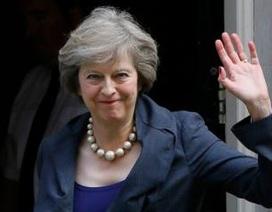 Tổng thống Trump không tới Anh, bà Theresa càng bất lợi