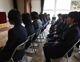 Nữ sinh đòi bồi thường 20.000 USD vì trường bắt nhuộm tóc đen