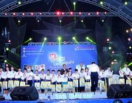 Đà Nẵng: Trao 130 suất học bổng đến các học sinh vượt khó học giỏi