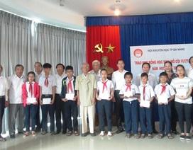Đà Nẵng: Trao học bổng đến 25 học sinh mồ côi