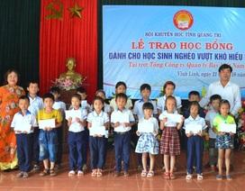 Quảng Trị: Trao hàng chục suất học bổng đến học sinh nghèo vượt khó hiếu học