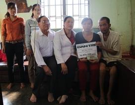 Trao hơn 36 triệu đồng giúp người phụ nữ chăm chồng bạo bệnh