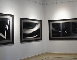 Hình ảnh đầu tiên trước triển lãm tranh khỏa thân đầu tiên tại Việt Nam