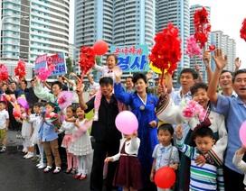 Hàng nghìn người Triều Tiên chào đón các nhà khoa học hạt nhân