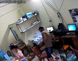 Hà Nội: Thanh niên trộm iPhone nhanh như chớp bị camera ghi hình