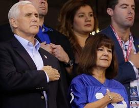 """Tổng thống Trump tự hào khi """"phó tướng"""" bỏ về giữa trận bóng"""