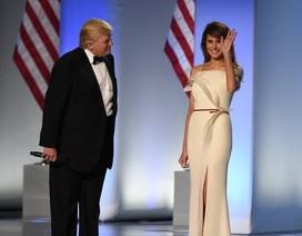 Đệ nhất phu nhân Melania tặng váy dạ hội cho bảo tàng