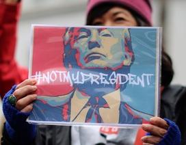 Hàng nghìn người biểu tình phản đối ông Trump trong Ngày Tổng thống