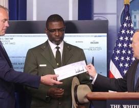 Tổng thống Trump quyên góp toàn bộ quý lương đầu tiên