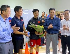 Trưởng đoàn thể thao Việt Nam động viên Tuấn Anh, Công Phượng