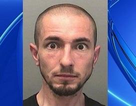 Tên tội phạm tự thú vì cảnh sát đăng ảnh truy nã quá xấu lên Facebook