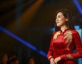 Á hậu Dương Tú Anh đẹp xuất thần trong thiết kế áo dài dát vàng