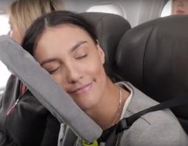8 tư thế giúp bạn dễ ngủ hơn khi đi máy bay