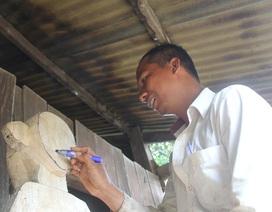 Chàng sinh viên nặng lòng với nghệ thuật tạc tượng M'Nông