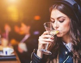 Khi rượu vang cũng tác động xấu tới nội tiết tố...