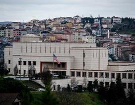 """""""Ăn miếng trả miếng"""", Mỹ và Thổ Nhĩ Kỳ ngừng cấp thị thực cho nhau"""
